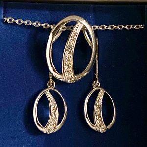 Avon Believe in love oval necklace & earrings set